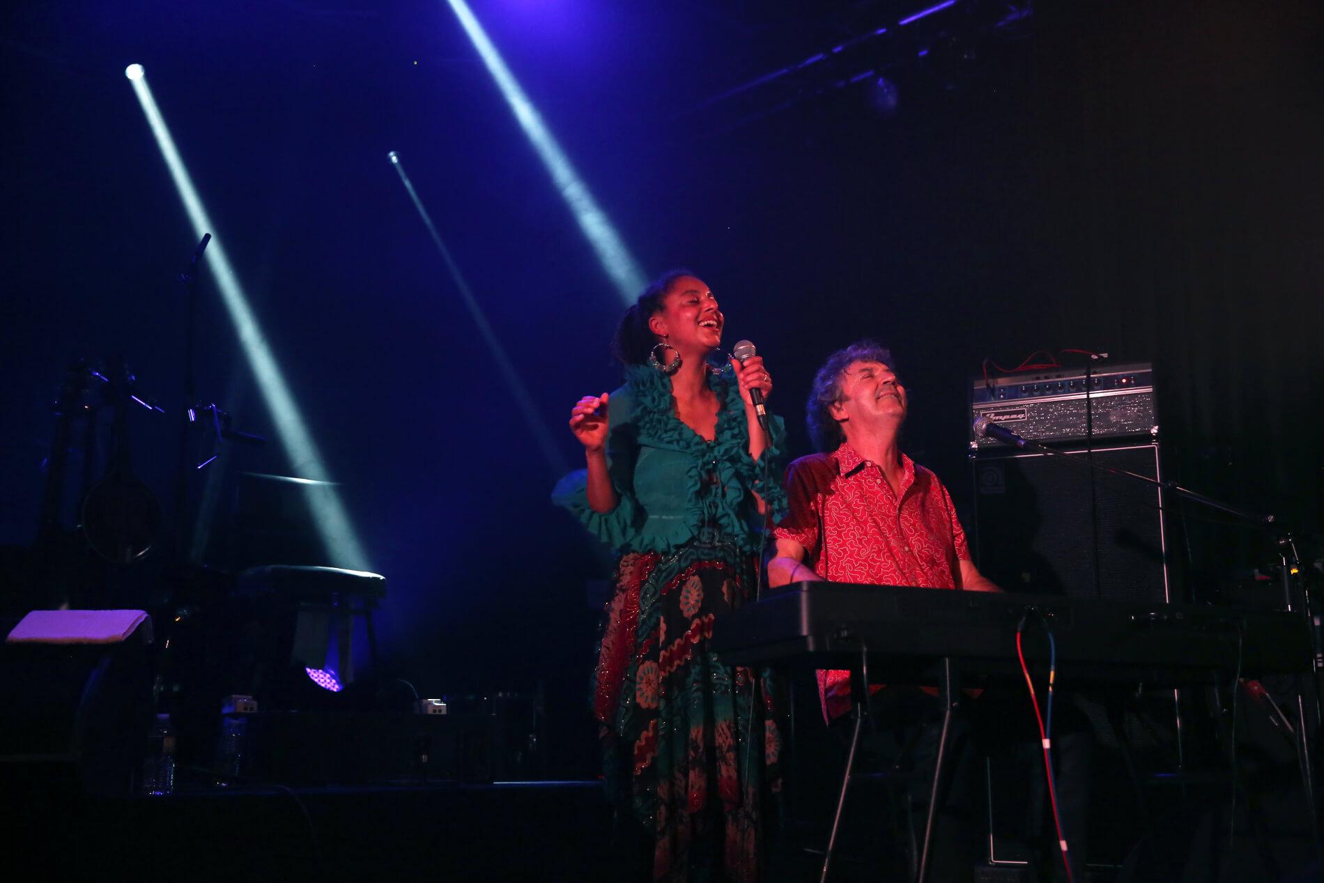 Aux couleurs de la Terre, DébaDuo en concert